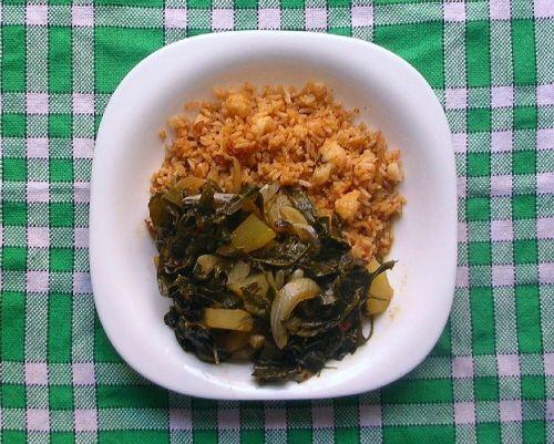 Ινδικό φαγητό. Λαγουδιά, ρύζι , κάρυ, κρεμμύδι και πατάτα.